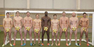 Jugadores de West Ham Se quitaron la ropa como parte de una campaña contra el cáncer de testículos. Foto:Facebook