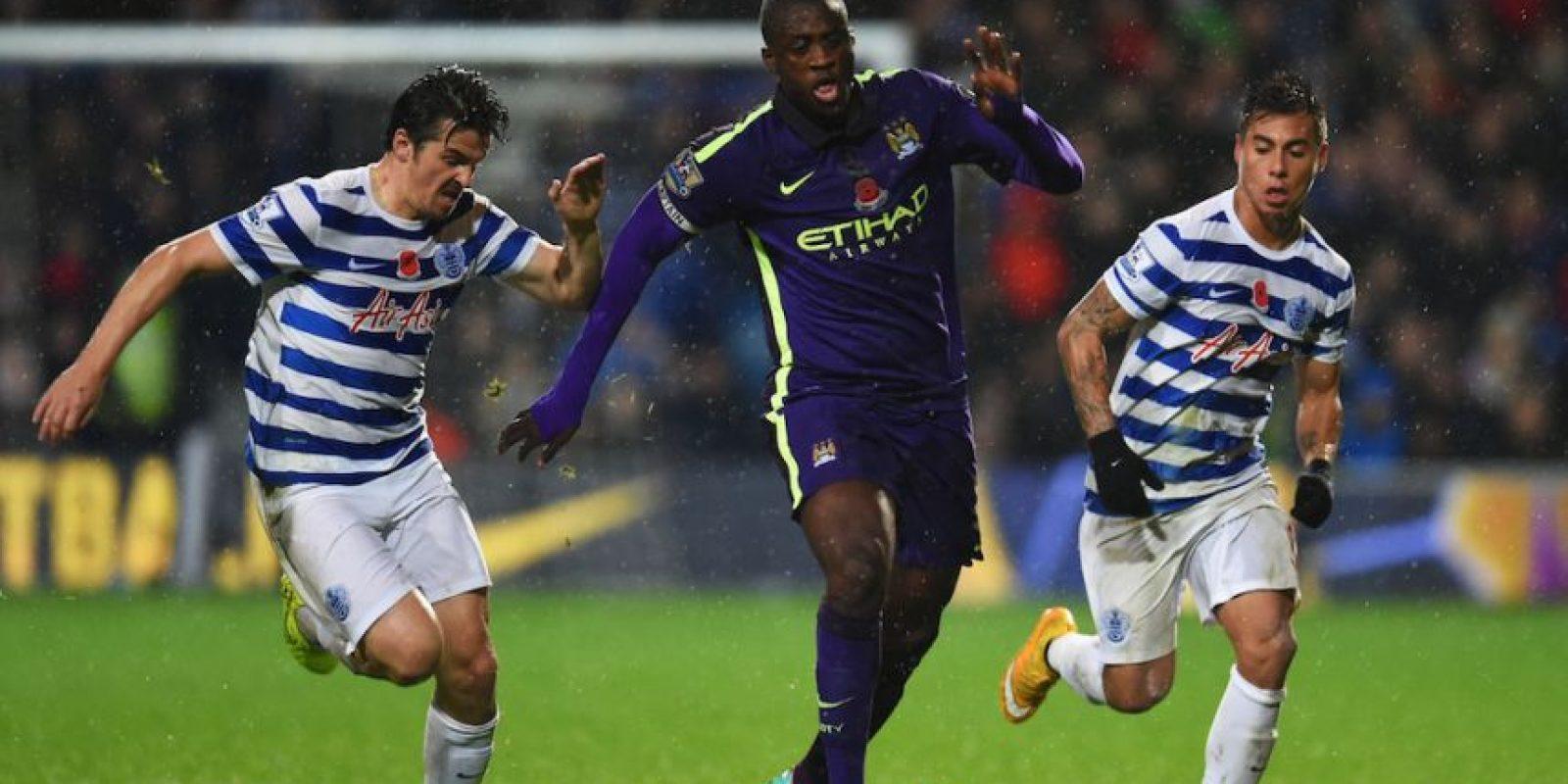 En los estadios de la Premier League inglesa no hay una reja entre la cancha y los aficionados. Foto:Getty Images
