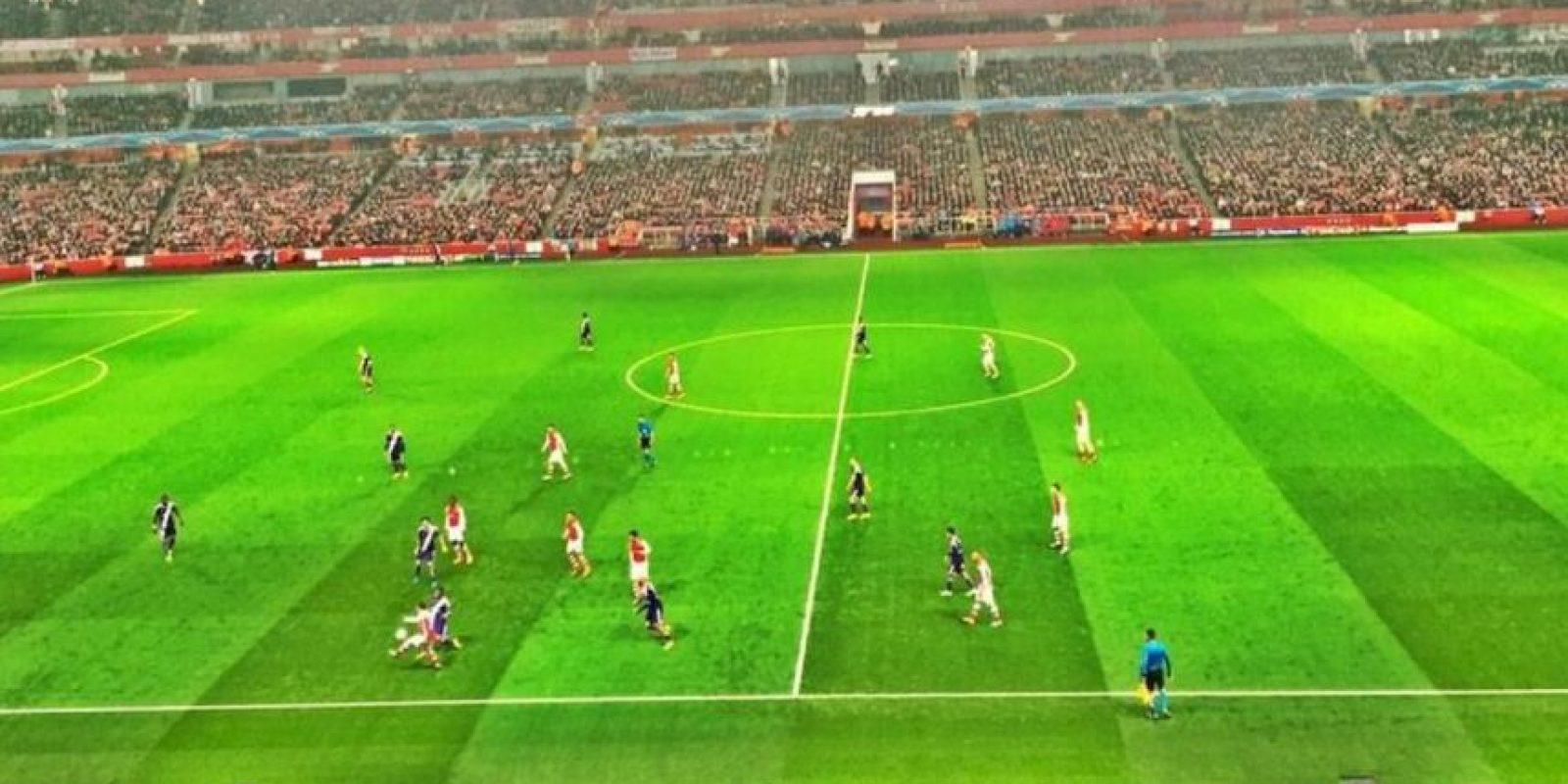 Roger también fue a ver al Arsenal en un partido de la UEFA Champions League. Foto:twitter.com/rogerfederer