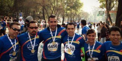 Hugo Sánchez Portugal (tercero de izquierda a derecha) no olvidaba el deporte. Foto:facebook.com/pages/Hugo-Sanchez-Portugal