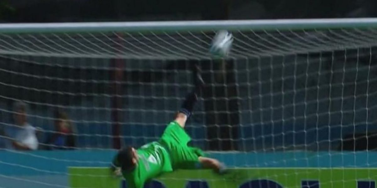 VIDEO: ¡La atajada del año! Portero evitó un golazo con una chilena
