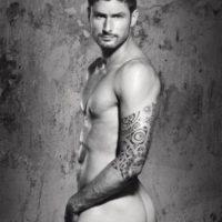 Oliver Giroud Apareció desnudo en un tradicional calendario francés:
