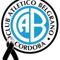 El club luce un moño negro en señal de luto por la muerte del hincha. Foto:facebook.com/ClubBelgranoCordoba