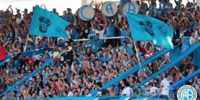 La afición no tiene mayor protección en la parte superior de la tribuna. Foto:facebook.com/ClubBelgranoCordoba