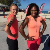 Caroline y Serena: Enemigas en la cancha, amigas fuera de ella. Foto:facebook.com/SerenaWilliams