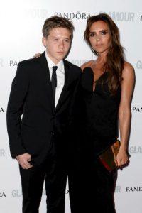 Brooklyn y Victoria Beckham. Foto:Getty Images