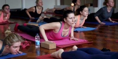 El yoga puede eliminar los diferentes aspectos negativos de la vida moderna. Foto:Getty Images