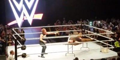 VIDEO: Falla de risa en la gira de la WWE por Inglaterra