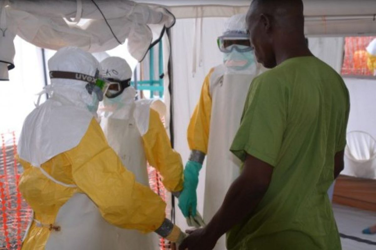 Trajes anti ébola Foto:afp
