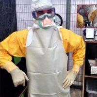 Traje especial para tratar a pacientes con èbola. Foto:AFP