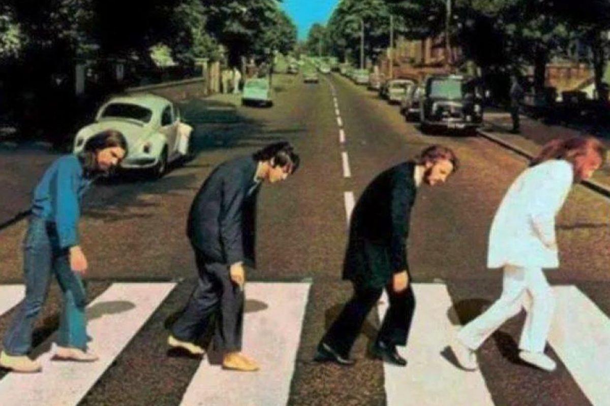 Aquí el cuarteto británico cansado de cruzar la calle Foto:Twitter