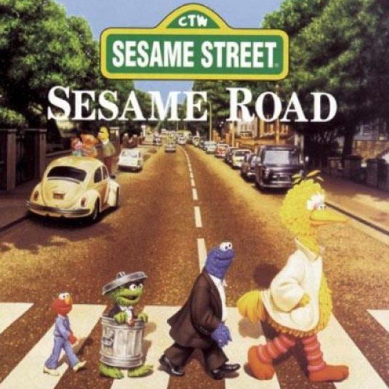 "Con los personajes de ""Sesame Street"" Foto:Twitter"