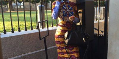 La cantante jugando en un teléfono público Foto:Instagram/Badgalriri