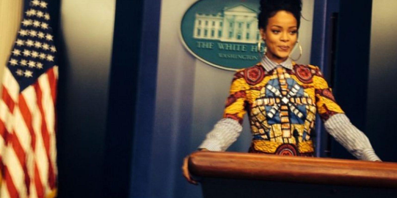Rihanna en el pódium de la sala de prensa de la Casa Blanca Foto:Instagram/Badgalriri