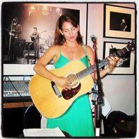 Amy es cantante y compositora Foto:Instagram/atothedoublej