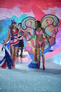 Taylor Swift y Karlie Kloss Foto:  Getty