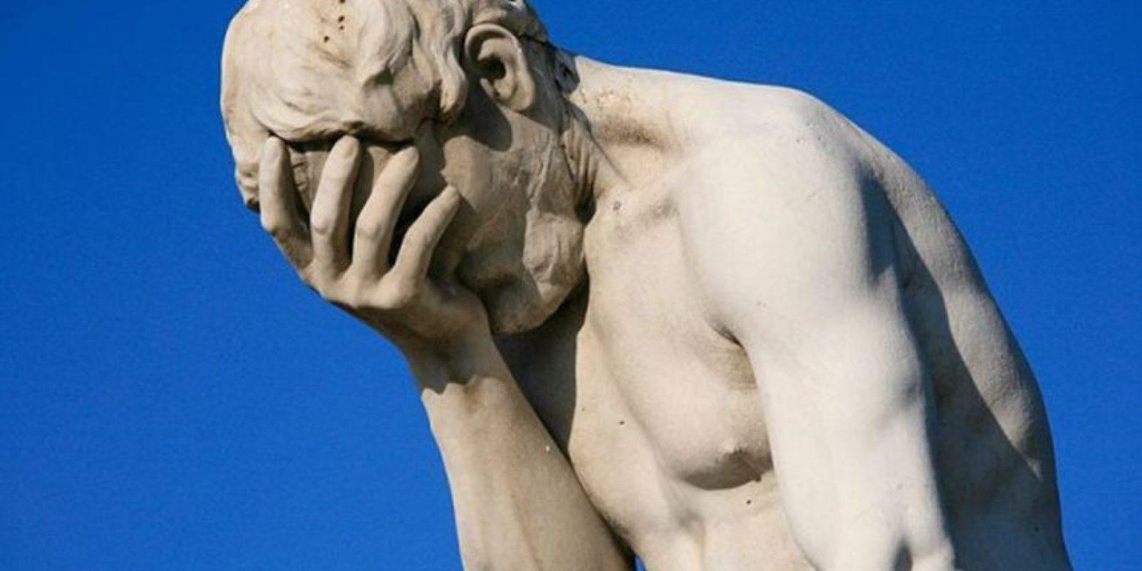 La uretra se encuentra en un lugar que no corresponde en el pene. Esto hace que los hombres no puedan mantener una erección. También deben orinar sentados Foto:Tumblr
