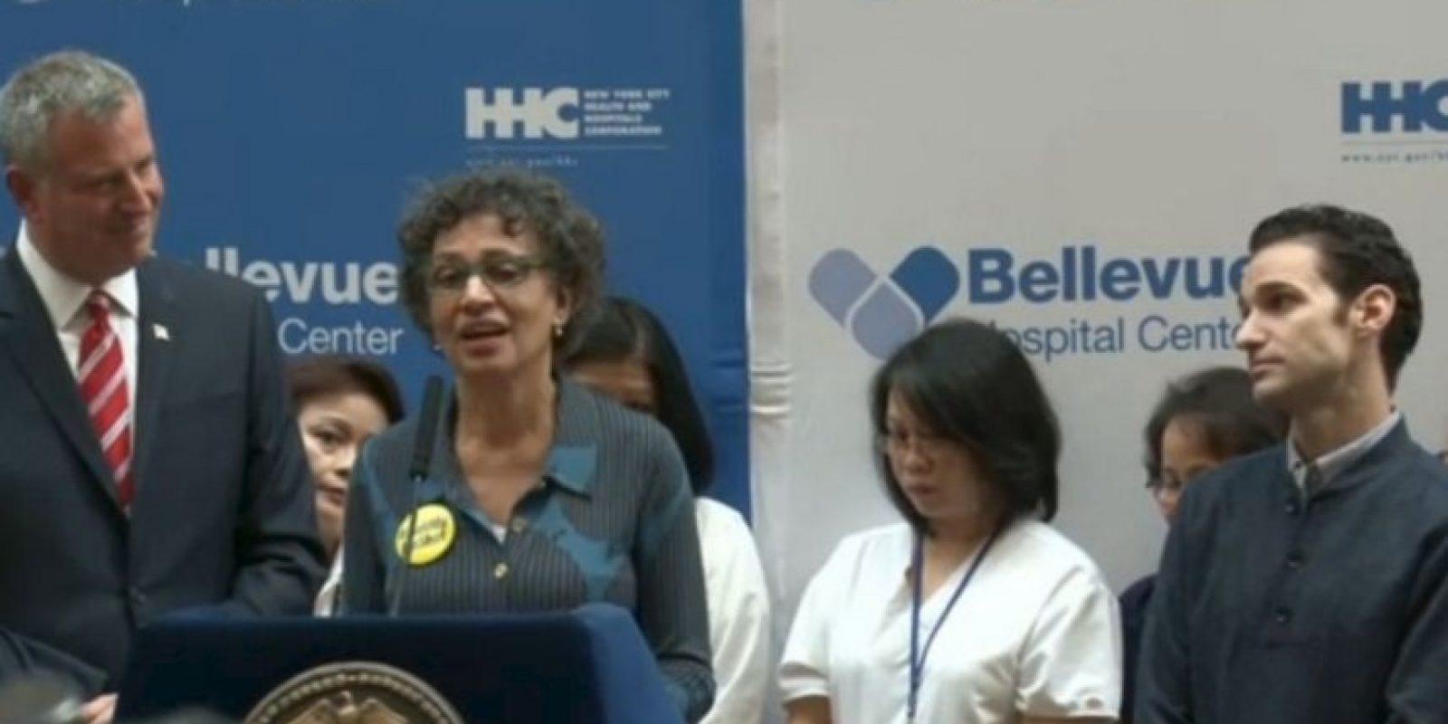 La rueda de prensa donde se anunció que Spencer había vencido la enfermedad Foto:Captura de pantalla