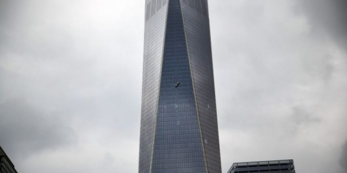 Rescatan a dos trabajadores que colgaban en el edificio World Trade Center