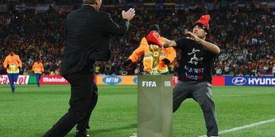 Lo único que pudo hacer el español fue intentar colocarle una boina. Foto:Getty Images