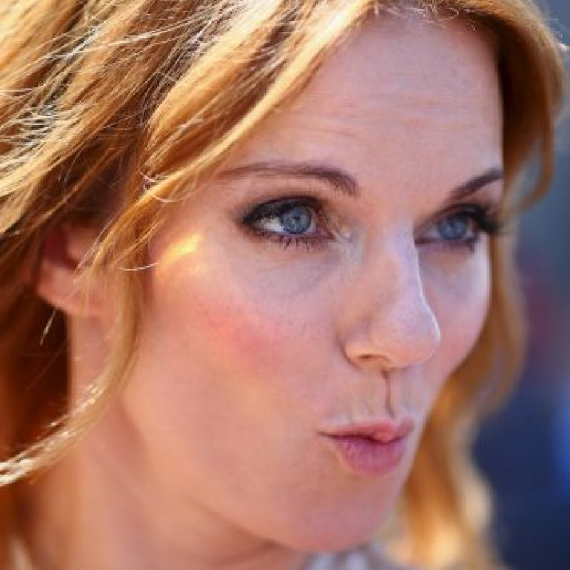 La cantante luce un enorme anillo Foto:Getty Images