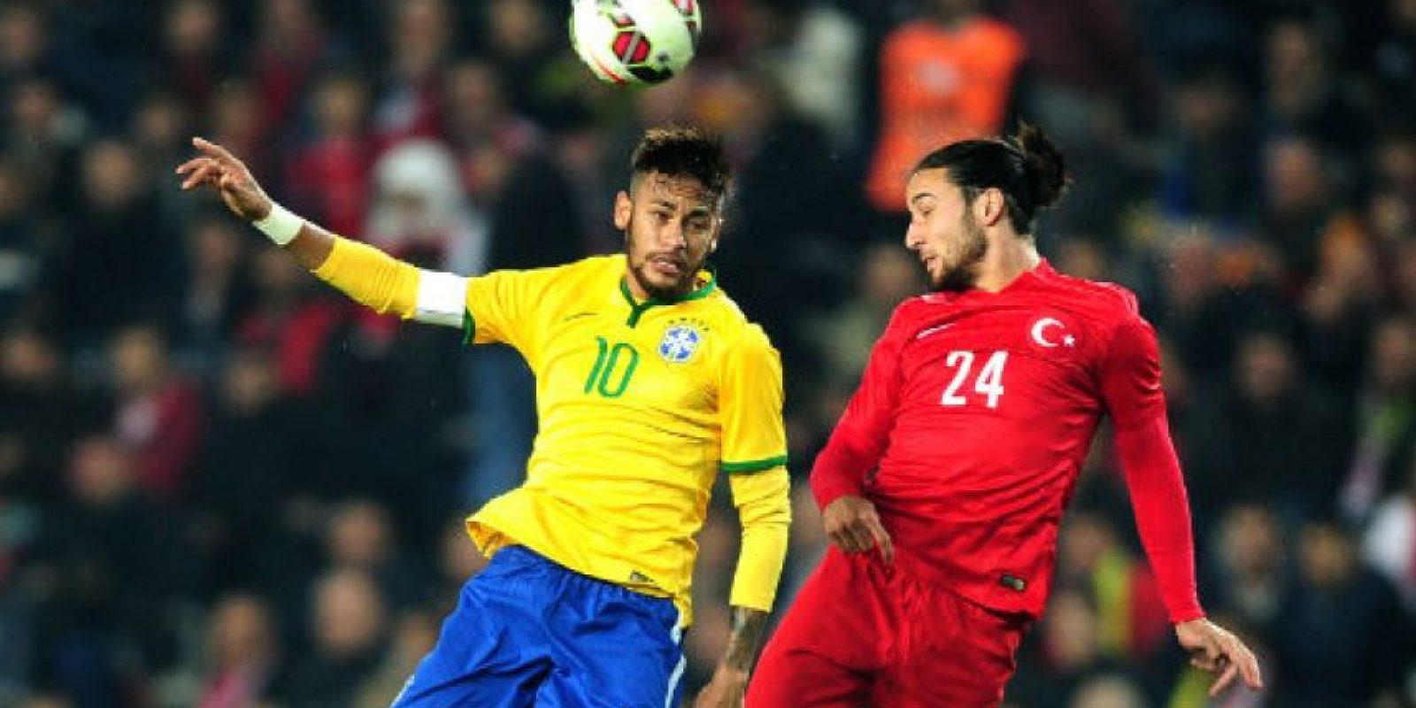A pesar de tener marca, Neymar pudo destacar con un doblete ante Turquía. Foto:AFP