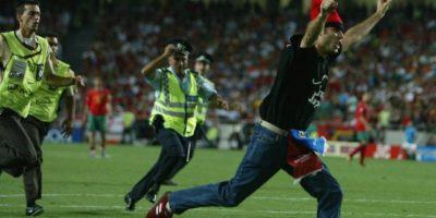 Jimmy corrió varios metros por el terreno de juego del Estadio da Luz. Foto:Getty Images