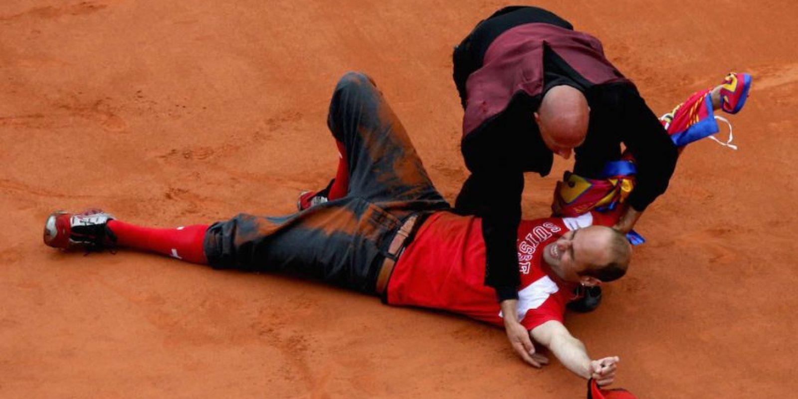 Así terminó Jimmy Jump en la tierra batida de Roland Garros. Foto:Getty Images