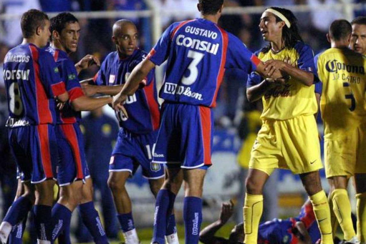 La pelea comenzó luego de que Cuauhtémoc Blanco diera un codazo a Anderson Lima Foto:AP