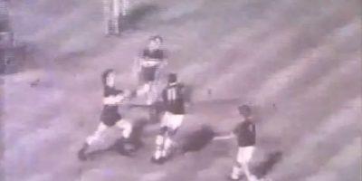 La batalla de la Bombonera de 1971: El partido de Copa Libertadores de 1971 entre Boca Juniors y Sporting Cristal se dio por finalizado cuando faltaba un minuto. Foto:Youtube: fideoboca