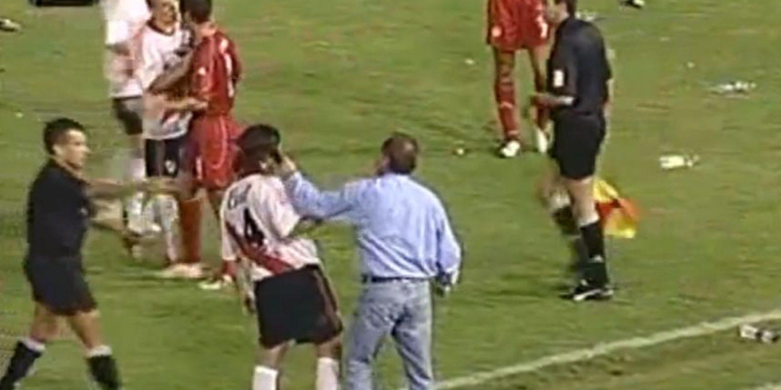 El infierno de River Plate en Cali: El América de Cali venció 4-1 a River Plate en el partido de vuelta de los cuartos de final de la Copa Libertadores Foto:Youtube: Bestiario