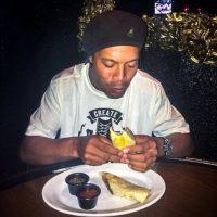 Ha disfrutado de los tacos mexicanos Foto:Facebook: Ronaldinho Gaúcho