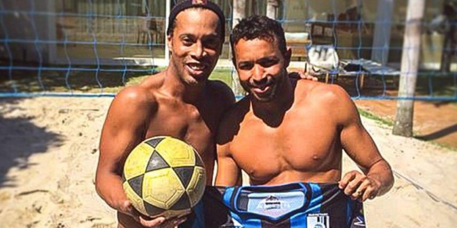 Con su pareja en el futvóley y amigo, Anderson Águia Foto:Facebook: Ronaldinho Gaúcho