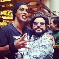 """Con el """"Diablito"""", actor y cómico mexicano Foto:Facebook: Ronaldinho Gaúcho"""
