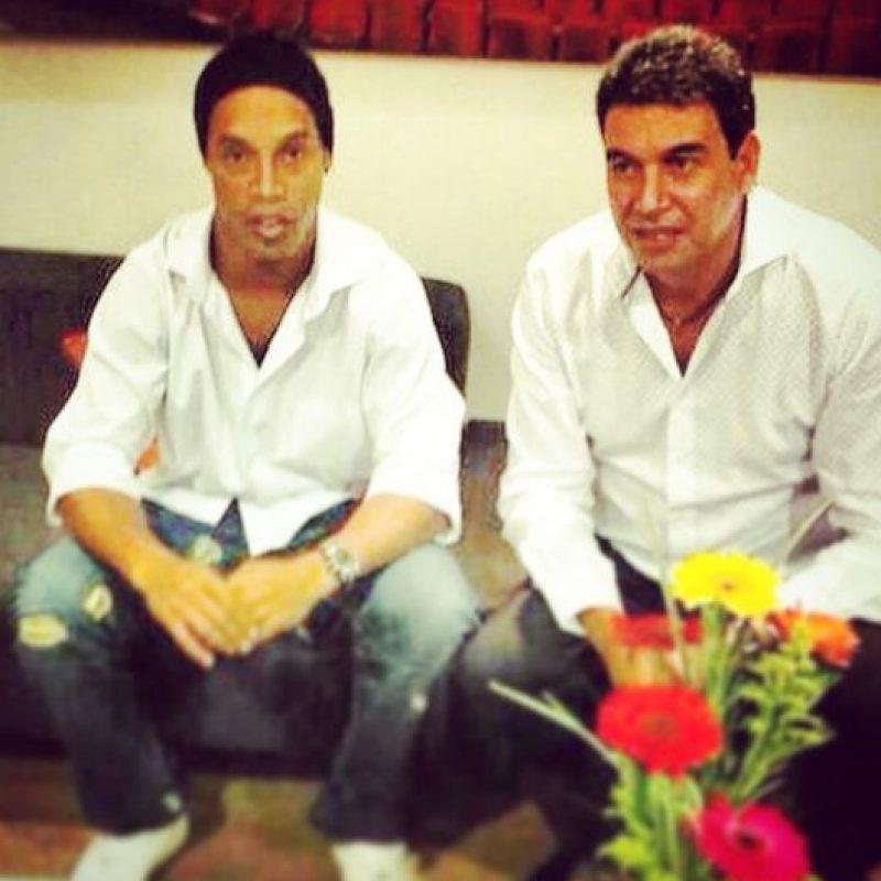 Y el empresario Arturo Elías Ayub Foto:Facebook: Ronaldinho Gaúcho