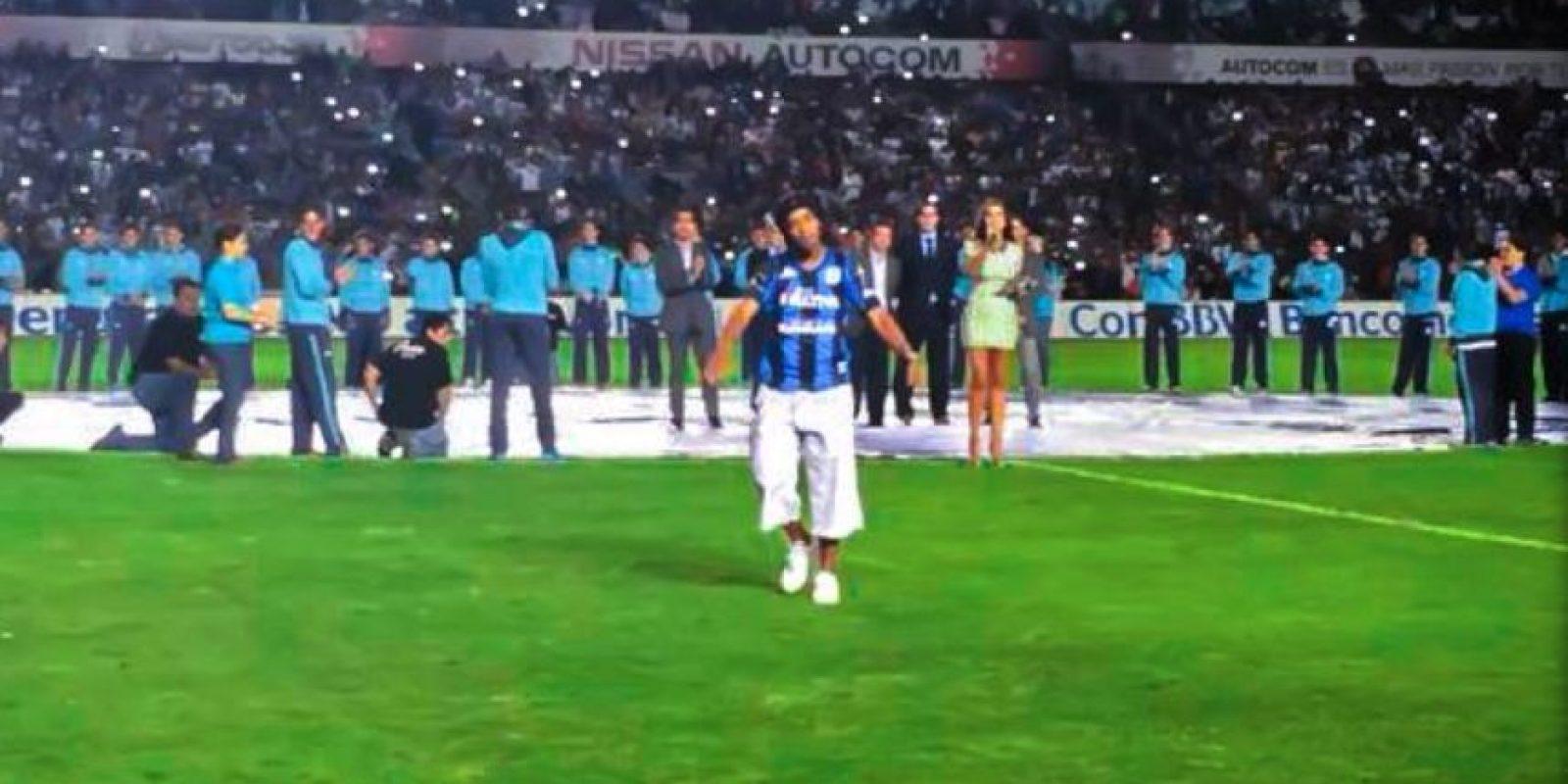 Así lo recibieron en el Estadio de Querétaro, en su presentación Foto:Facebook: Ronaldinho Gaúcho