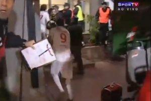 Final manchada: En la final de la Libertadores 2010 entre Estudiantes e Inter de Porto Alegre, los brasileños se coronaron Foto:Youtube: tremolostv