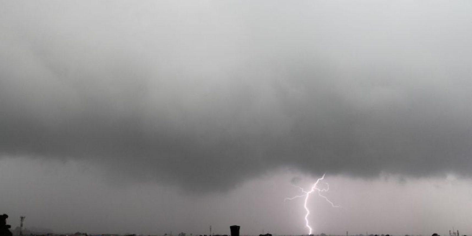 """""""La magia de Bogotá mientras llueve, ilumina el cielo con un trueno"""". Colombia. Brayan Esteban Rios Garzon."""