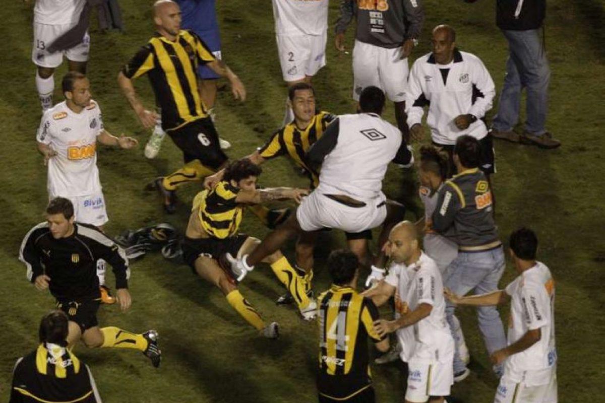 Los jugadores del Peñarol se fueron a los puños con los nuevos monarcas Foto:Getty