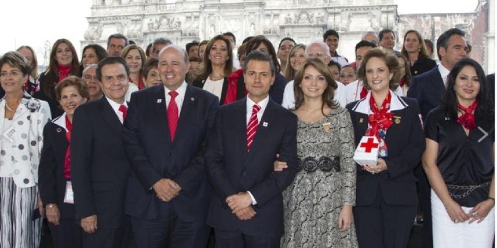 """""""A quién verdaderamente emula, en maquillaje, peinados, vestidos y complementos, es a Doña Letizia. """" Foto:Página oficial Angélica Rivera"""