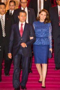 Asimismo, los vestidos siempre son de esta manera. Foto:Página oficial Angélica Rivera