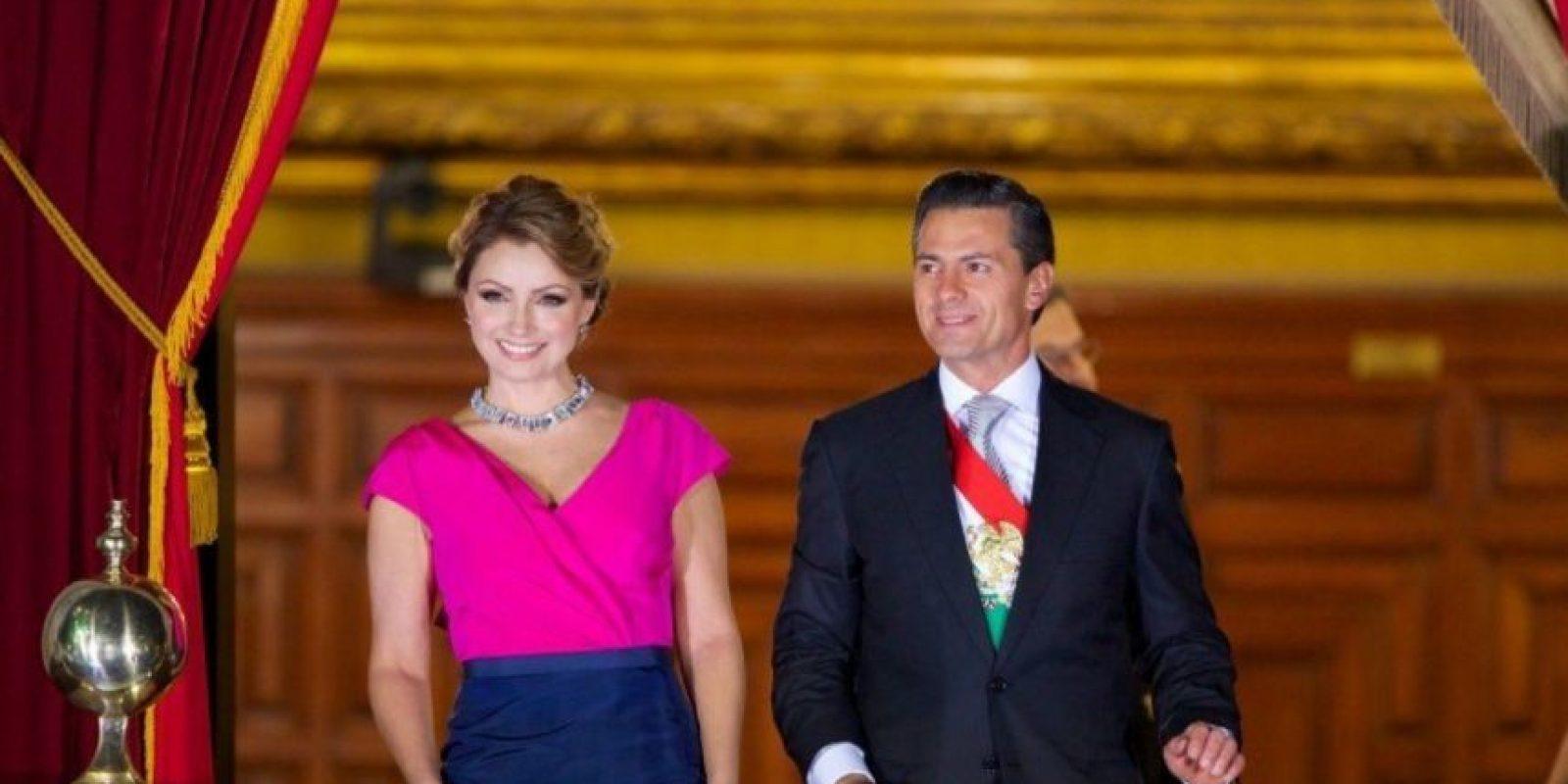 También el peinado y el color. Foto:Página oficial Angélica Rivera