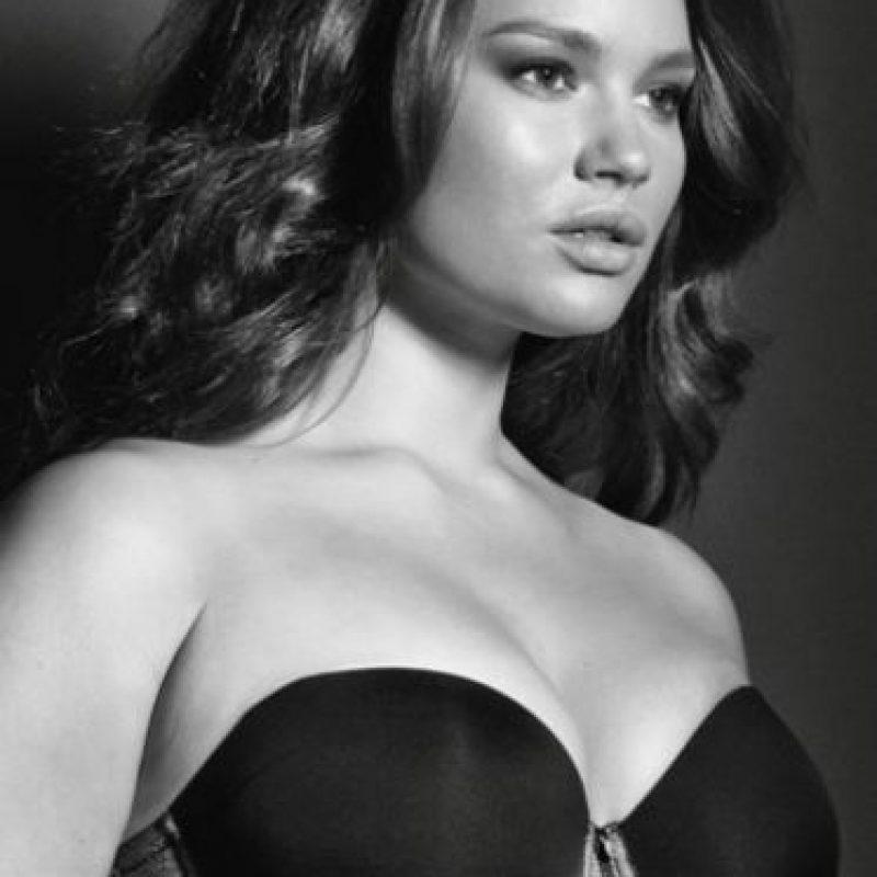 La criticaron por posar desnuda para la revista Elle Foto:Facebook/Tara Lynn