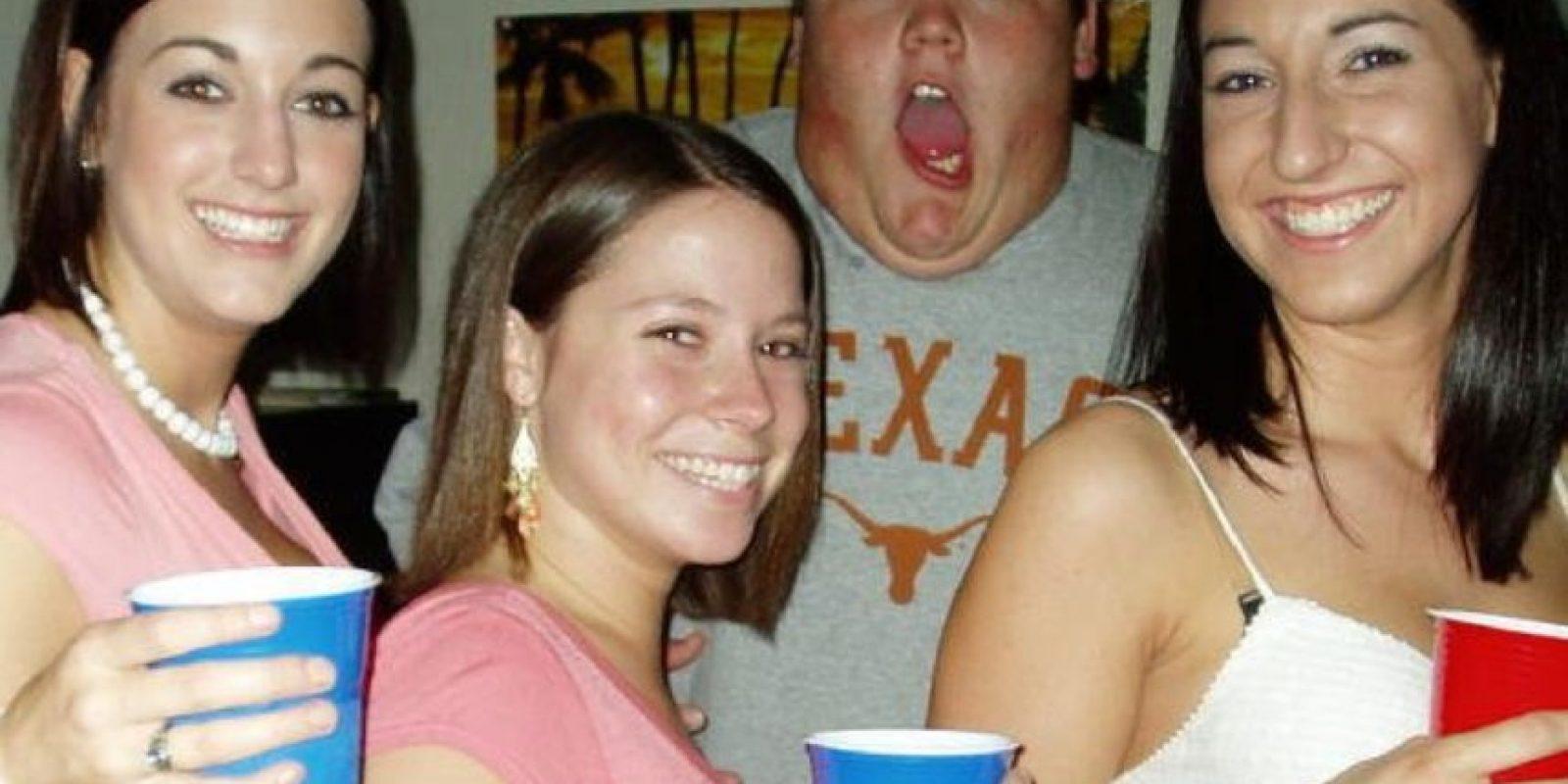 Hay personas, que simplemente… no encajan. Foto:College Humor