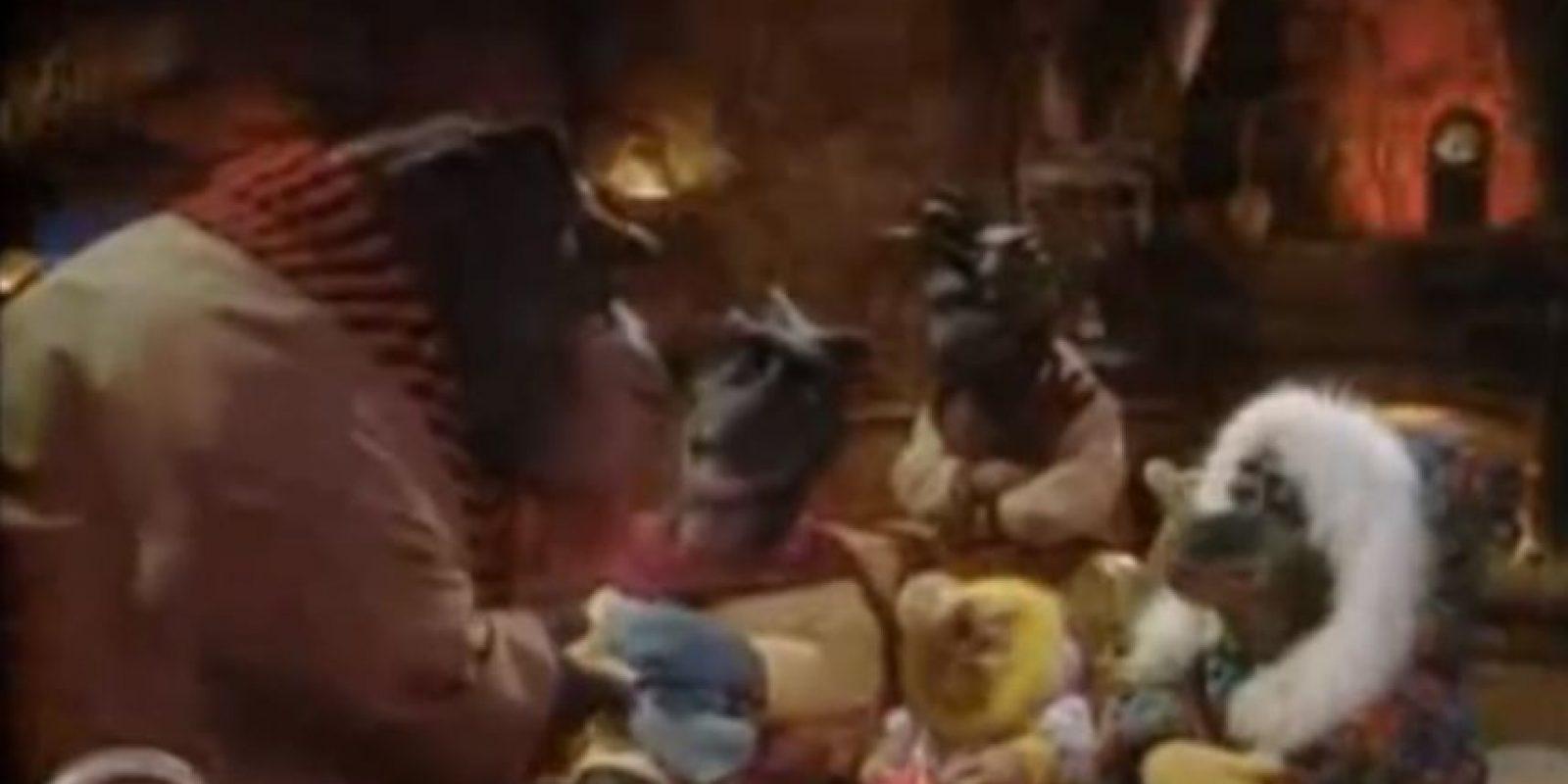 """""""Dinosaurios"""": Quizás el final más deprimente de una serie infantil. Una empresa de fruta plástica decidió dar muerte a unos insectos que se comían la enredadera que mantenía al planeta de los dinosaurios vivos. Foto:ABC"""