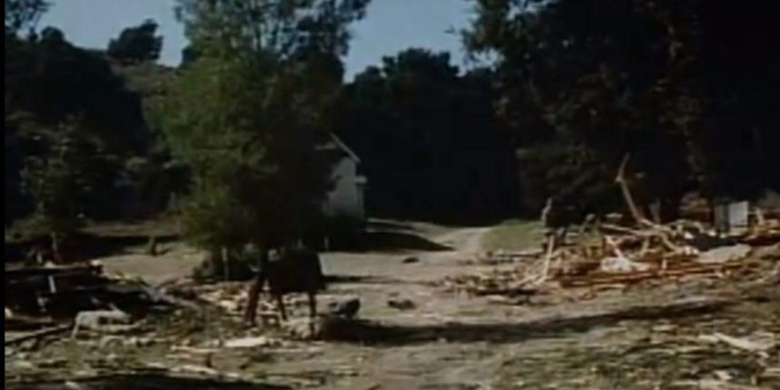 Entre las ruinas solo queda la casa de la familia Ingalls Foto:ABC