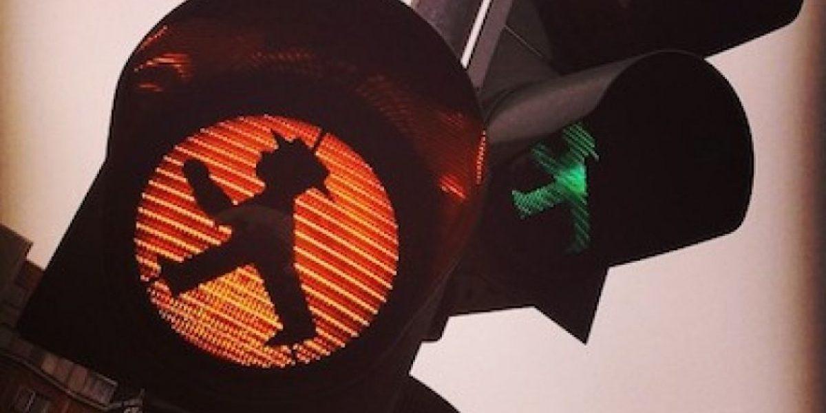 Promueven iniciativa para crear semáforos con figuras femeninas