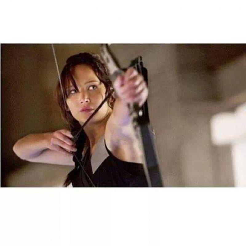 Katniss tiene habilidad con el arco y la flecha, además de saber cazar. Foto:Facebook/Los Juegos del Hambre