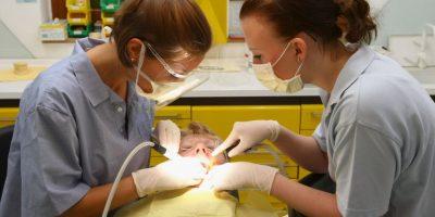 7. Para una persona que le tiene fobia al dentista, le recomendamos buscar un profesional que sepa comprenderla, que la escuche, tenga paciencia y de confianza. Foto:Getty Images