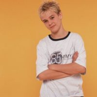 Famoso por: Ser el hermano menor de Nick Carter, de los Backstreet Boys, y cantar canciones. Foto:Getty